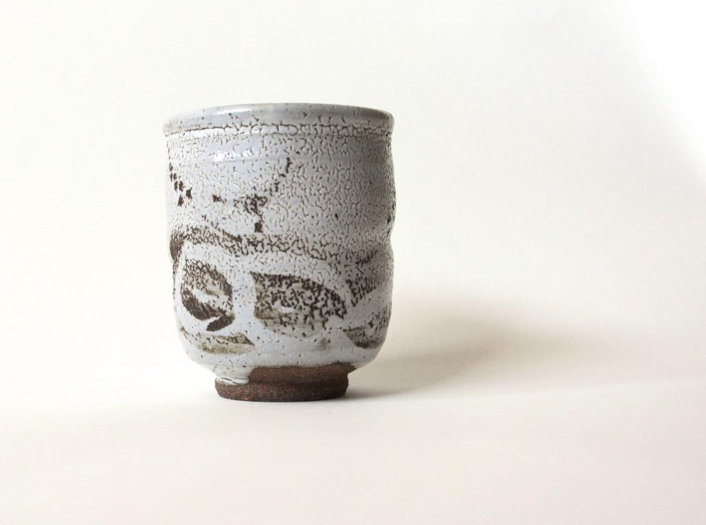 Karatsu-Keramik mit typischer weißer Glasur Unterglasur-Dekor