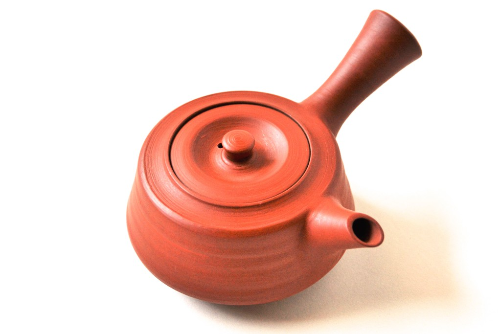 Eine Kyûsu aus Nosaka-Ton (Oxidationsbrand)